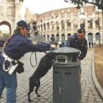 Polizia attorno al Colosseo
