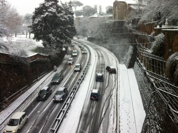 Neve a Roma, scuole chiuse, uffici pubblici riaperti - Cronaca ...